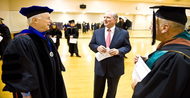 Dean David Steele (l), Alumni Speaker James Bareuther (c), Prof. Bill DeVincenzi (r)