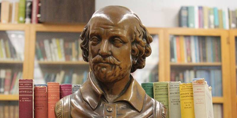 bust shakespeare in front of shelf of books
