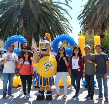 Weeks of Welcome - Students and Sammy in front of SJSU balloons