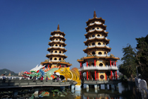 Kaohsiung_Dragon_and_Tiger_temple_in_Lotus_Lake_Taiwan