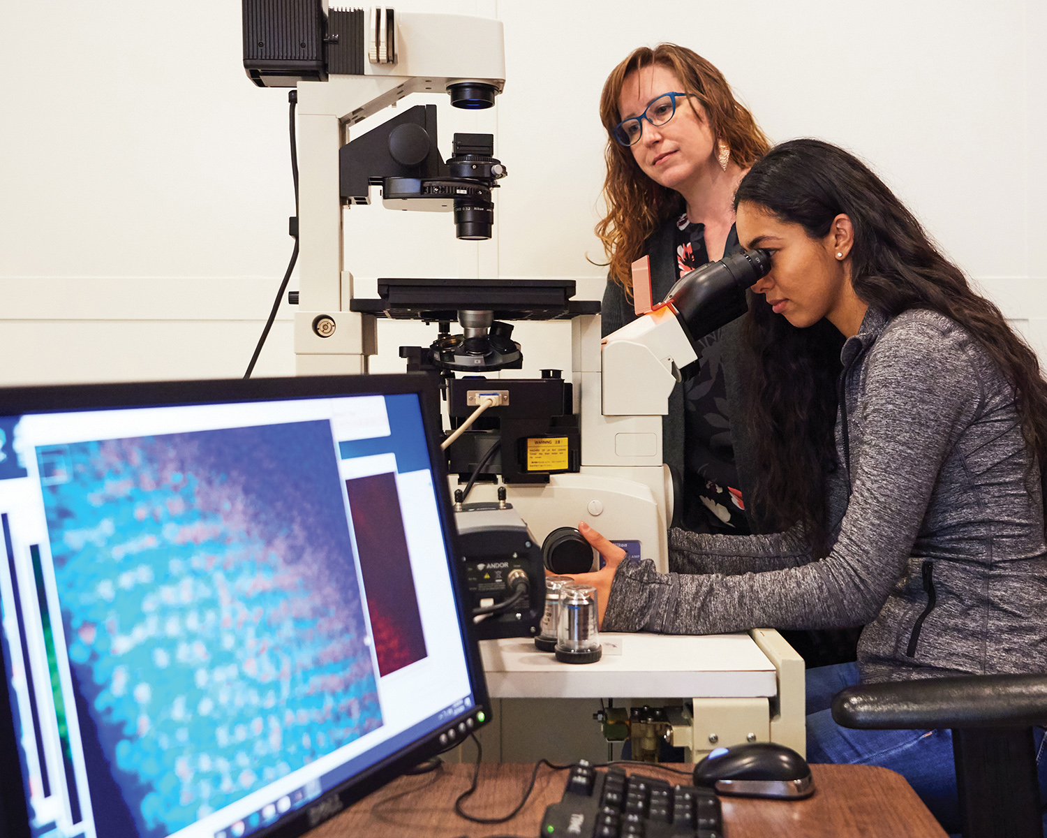 Bree Grillo-Hill with student at microscope