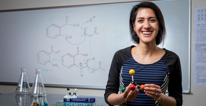 SJSU Chemistry Lecturer Melody Esfandiari is 2019 Outstanding Lecturer