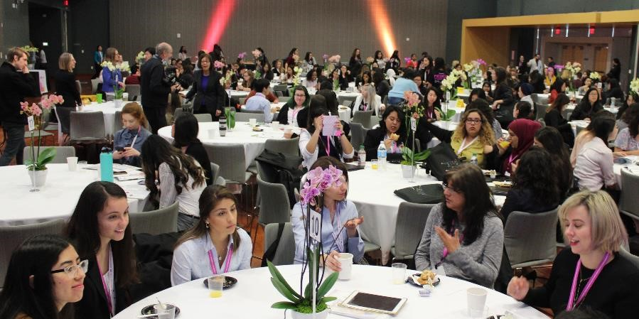 Image of Discussion at the WiE Lunch table